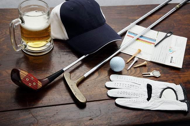 【ゴルフ】どのくらい雨が降ったら中止?持ち物はどうする?